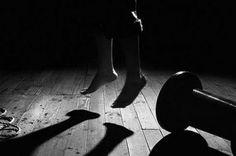 Samaná.- Un hombre que padecía de problemas mentales fue encontrado colgando de una biga de su habitación en la mañana de este jueves en el Barrio Villa Salmas de este municipio.     El cuerpo