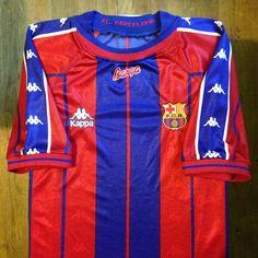 1997-1998 FC Barcelona Home Jersey // • Primera equipació del FC Barcelona per a…