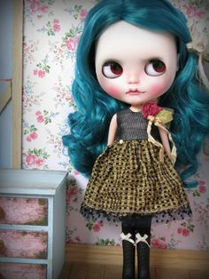 https://www.etsy.com/fr/listing/264346004/rook-a-dress-for-blythe?
