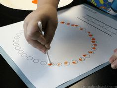 STICKER SHAPES: A quick and easy fine motor skills activity that toddlers will love! This easy small motors activity is perfect for toddlers; a quick and easy preschool math activity; easy indoor activity from Busy Toddler by marissa Motor Skills Activities, Preschool Learning Activities, Toddler Activities, Preschool Activities, Preschool Classroom, Q Tip Painting, Teaching Shapes, Teaching Ideas, Kids Education