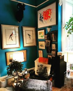 Reading corner, the fully covered Eames. Maximalist Interior, Hygge, Eames, House Tours, Cosy, Gallery Wall, Reading Corners, Interiors, Home Decor