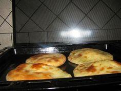 Zemiakové pagáče mojej starej mamy (fotorecept) - recept | Varecha.sk Griddle Pan, Food And Drink, Bread, Chicken, Cooking, Basket, Kitchen, Bakeries, Breads