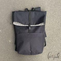 In meiner Anleitung zeige ich anhand von kleinen Zeichnungen, wie ihr euch selber einen Rucksack nähen könnt. Ich nutze dafür ein abwaschbares Oxford-Gewebe, Baumwollstoff und eine zusätzliche Verstärkung. So wird der Rucksack stabil und robust und kann problemlos mit gekauften … weiterlesen