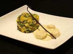 Saint-Jacques poêlées, crème à la VANILLE & tartare AVOCAT , MANGUE, coriandre. Ingrédients: ♦️ 300 g de noix de Saint-Jacques ♦️ 20 cl de crème liquide (remplacer par crème de riz) ♦️ 5 cl de vin blanc sec ♦️ 1 gousse de vanille ♦️ 1/2 mangue (bien mûre) ♦️ 1 avocat (bien mûr) ♦️ 1 cuillère à soupe de coriandre ♦️ le jus d'un citron vert huile d'olive ♦️ Beurre (remplacer par margarine végétal pour une version sans lactose) ♦️ Sel Poivre Saint Jacques Poelees, Food Fantasy, Guacamole, Mexican, Beef, Ethnic Recipes, Foie Gras, Table, Vanilla Sauce
