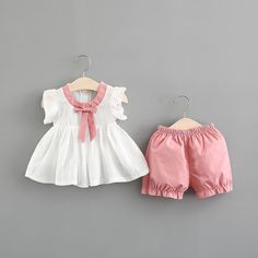 Best 11 Baby Girl Bow Decor Flutter-sleeve Top and Solid Shorts Set Baby Girl Dress Design, Girls Frock Design, Baby Girl Dress Patterns, Baby Girl Frocks, Frocks For Girls, Kids Frocks, Girls Summer Outfits, Baby Outfits, Kids Outfits