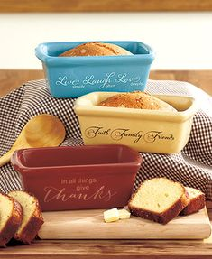 The Set of 3 Mini Loaf Pans makes it easy to share baked goods with loved ones. These affordable, pastel colored dishes feature an inspirational phrase on the s