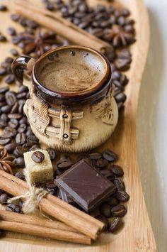 """Un plaisir renouvelé avec un café """"chaud"""" et des carrés de chocolat !"""
