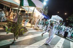 https://flic.kr/p/HuqQ9G | Mais carnaval | Mais carnaval, mais desfile, aqui Beatriz Dias e Marcelo Dias, no primeiro ano juntos no GRES Quilombo.