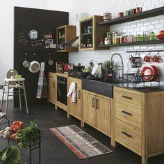 Avec des revêtements imitant le bois, le marbre, la pierre ou l'ardoise, les cuisines se parent de matériaux bruts qui habillent subtilement une pièce. Découvrez des éléments qui donnent de la texture et du cachet à la cuisine.
