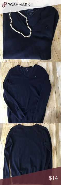 "Tommy Hilfiger Womens Navy Blue Sweater Medium Tommy Hilfiger Womens Navy Blue Long Sleeve Sweater Sz. Medium M V Neck    Condition Notes: Excellent Used Condition.   Measurements Laying Flat: From Shoulder to Bottom: Approximately 24"" Armpit to Armpit Approximately: 17.5"" Sleeves from Shoulder to Cuff: 22.5"" Tommy Hilfiger Sweaters V-Necks"