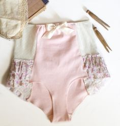Guest Post: Sarah from Ohhh Lulu Lingerie & Apparel Ohhh lulu betty high waist pattern – how cute! Underwear Pattern, Lingerie Patterns, Sewing Lingerie, Vintage Lingerie, Lingerie Set, Lingerie Dress, Luxury Lingerie, Diy Clothing, Sewing Clothes