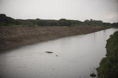 limpeza e desassoreamento de aproximadamente 2 mil metros de trechos do Rio Belém no Bairro Boqueirão. Foto: Gabriel Rosa/SMCS