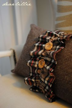 fall pillow using houndstooth check and flannel for ruffle trim