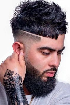 A hard part is a great way to spruce up and define your haircut. You can pair it with a curly combover, short sides long top, undercut fade and many other hairstyles that you can find in our gallery. #menshaircuts #menshairstyles #haircutformen #hairstylesformen #hardpart #shavedline #surgicalline Great Hairstyles, Modern Hairstyles, Cool Haircuts, Haircuts For Men, Short Sides Long Top, Hard Part Haircut, Short Hair Cuts, Short Hair Styles, Diy Haircut