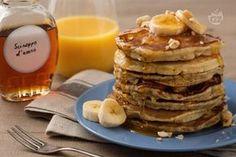 I pancake alla banana sono una variante ricca e golosa delle tipiche frittelle americane. Perfetti da gustare a colazione con un succo d'arancia.