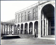 Palazzo dell'Arte, sede della Triennale di Milano. Progettato dall'architetto Giovanni Muzio nel 1933. - Szukaj w Google