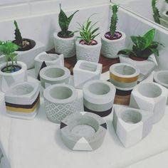 Cement Art, Concrete Pots, Concrete Crafts, Concrete Planters, Diy Planters, Concrete Candle Holders, Vase Crafts, Plant Decor, Flower Pots