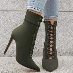 Image about fashion in zapatos 👠👠 by Pretty Shoes, Beautiful Shoes, Cute Shoes, Me Too Shoes, Cute High Heels, Fancy Shoes, High Heel Boots, Heeled Boots, Shoe Boots