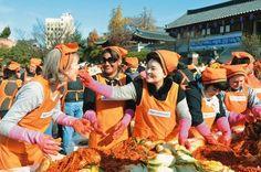 국제위러브유운동본부(iwf장길자회장), 훈훈한 어머니 사랑의 불씨를 심는 다양한 봉사활동 어머니 사랑의 김장 나누기,새생명 사랑의 가족 걷기대회,클린월드운동