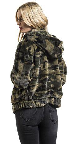 Camouflage Jacket, Fur Coat, Winter Jackets, Street Style, Style Inspiration, Urban, Lady, Jeans, Fashion