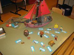 Een leeswerkje bij de kern over piraten. Playmobiel attributen met woord kaartjes erbij Poker Table, Letters, Decor, Pirates, Decoration, Letter, Lettering, Decorating, Deco