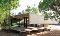 contemporary brutalist house in argentina - Luciano Kruk - outside Smooth Concrete, Exposed Concrete, D House, Tiny House Cabin, Casa Patio, Concrete Houses, Contemporary Style Homes, Eco Friendly House, Mid Century House