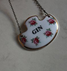 Gin Decanter Label in Ditzy Rose Pattern.By Royal Adderley Pottery. Floral Ceramic on Gold Tone Metal Chain Rose Design, Vintage Gifts, Metal Chain, Burlesque, Label, Bathtub, Pottery, Ceramics