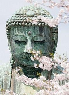 """16. """"A cosmologia budista considera que o Universo é composto por vários sistemas mundiais, sendo que cada um desses possui um ciclo de nascimento, desenvolvimento e declínio que dura bilhões de anos. Num sistema mundial existem seis reinos, que por sua vez incluem vários níveis, num total de trinta e um."""" (Fonte: Wikipédia) - Da pasta: Tradições, Mitologias, Ícones, Holismo. Être de culture boudisme"""