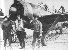 Finnish pilot Hans Wind and his ground crew in in front of his Brewster fighter Ww2 Aircraft, Military Aircraft, Finland Air, Brewster Buffalo, Finnish Air Force, Night Shadow, Aeroplanes, Aviators, Luftwaffe