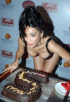 sofia hayat with cake