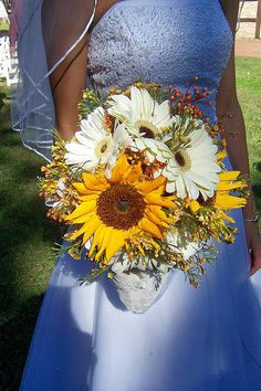 i am loving the look of sunflowers in a bouquet
