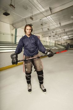 Taylor Kitsch (aka Tim Riggins from Friday Night Lights) is gorgeous AND plays hockey!! <3