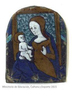 Placa de portapaz rectangular representando  la Virgen con el Niño sentada en un trono.  CE00253