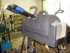 A much more impressive gas forge, using two burners and a closing front end. Metal Projects, Metal Crafts, Diy Forge, Propane Forge, Welding Shop, Blacksmith Forge, Blacksmith Projects, Workshop Organization, Metal Shop