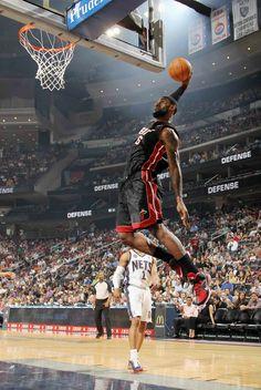 jumping nba basketball lebron james headbands miami heat dunk 1372x2048 wallpaper_www.wallpaperhi.com_65.jpg 800×1,194 pixels