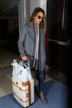 If you're like us, your airport style consists of a pair of sweatpants (jeans if you're feeling ambitious) and an oversize t-shirt. If you're like Jessica Alba, even if you're wearing just that, you look put together and chic like no one else.
