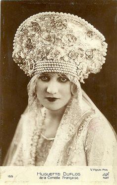 Pearl edged bridal headpiece, 1924