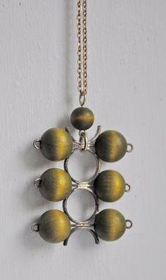 AARIKKA of Finland Kinetic green wood pendant necklace, 1970s
