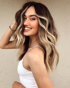 Hair Color Streaks, Hair Dye Colors, Trendy Hair Colors, Hair Color Ideas, Blonde Streaks In Hair, Hair Colour Trends, Two Color Hair, Change Hair Color, Girl Hair Colors
