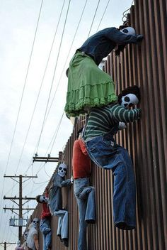 Day of Dead:  They honor to migrant fallen in the border Mexico-United States  Photo by Segio Apolinar (2010)