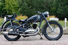 Izh -49 1951-1958 Scooters, Old Bikes, Eastern Europe, Cars And Motorcycles, Motorbikes, Racing, Road 66, Classic, Vehicles