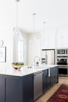 Are you looking for some new kitchen remodeling ideas that allow you to mix the old with the new? Astonishing Great New Kitchen Remodeling Ideas. Home Decor Kitchen, Living Room Kitchen, Kitchen Remodel, New Kitchen, Studio Kitchen, Home Kitchens, Modern Kitchen Design, Kitchen Style, Kitchen Design Plans