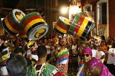 Olodum playing in the historic center of Salvador, Bahia, Brazil for Carnaval. Samba, Trotter, Carnaval Salvador, Bahia Brazil, Stuff To Do, Things To Do, Fun Stuff, Pan Africanism, El Salvador