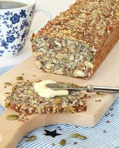 So good bread Raw Food Recipes, Low Carb Recipes, Snack Recipes, Cooking Recipes, Vegetarian Cooking, Tasty, Yummy Food, Lchf, Swedish Recipes
