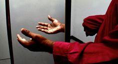 Un investigador ha desarrollado un método para tratar la sensación de dolor que sufren algunos amputados y que se conoce como síndrome del miembro fantasma. La nueva técnica ha permitido realizar tareas a un paciente con su muñón conectado a un sistema de realidad virtual y ha logrado aliviar el dolor constante.