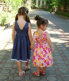 Adorable easter dresses - love the scallops- Wish a had a little girl to sew for!