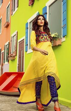 Rang Ja - Ready to Wear Online Store. Embark on a journey of colors and ethnicity like never before, with pret, prints and much more, only at Rang Ja Pakistani Dresses, Indian Dresses, Indian Outfits, Pakistani Suits, Emo Outfits, Stylish Dresses, Casual Dresses, Casual Outfits, Fashion Dresses
