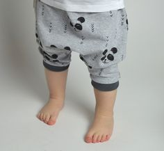 Kurze Pumphose für Kinder mit niedlichen Pandas / cute jogging pants for babys with panda print by Malinami via DaWanda.com