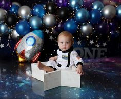 1st Birthday Photoshoot, First Birthday Party Themes, 1st Birthday Cake Smash, Baby Boy 1st Birthday, Its A Boy Balloons, Twins 1st Birthdays, Cake Smash Photography, Space Theme, Baby Party