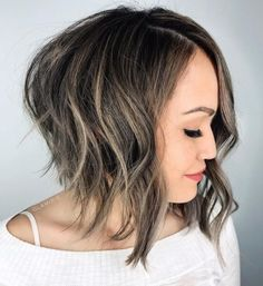 Bob Idea For Brunettes ❤️ Explore the shoulder length bob hairstyles for thin and thick hair! Looking for a nice haircut with fringe? Best bob hairstyles with bangs are here! Haircuts For Wavy Hair, Stacked Bob Hairstyles, Bob Hairstyles For Thick, Hairstyles Haircuts, Unique Hairstyles, Short Haircuts, Fringe Haircut, Lob Haircut, Bob With Bangs